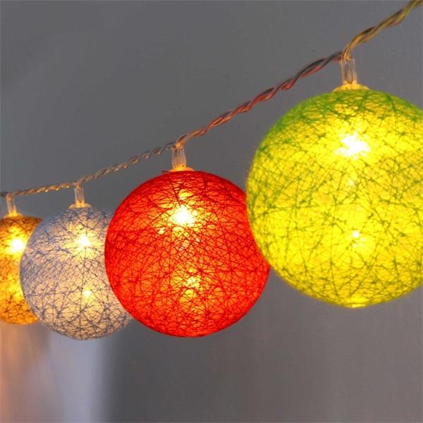 Gömb alakú 6cm/színes fonott/1,5m/barna-piros-kék-zöld/10db LED-es/USB-s fénydekoráció - 1