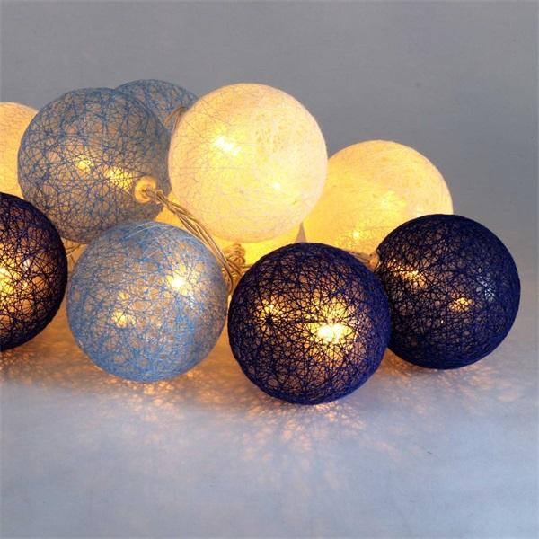Gömb alakú 6cm/színes fonott/1,5m/kék-v.kék-fehér/10db LED-es/USB-s fénydekoráció - 1