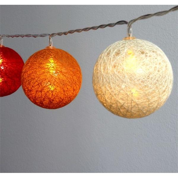 Gömb alakú 6cm/színes fonott/1,5m/piros-narancs-meleg fehér/10db LED-es/USB-s fénydekoráció - 1