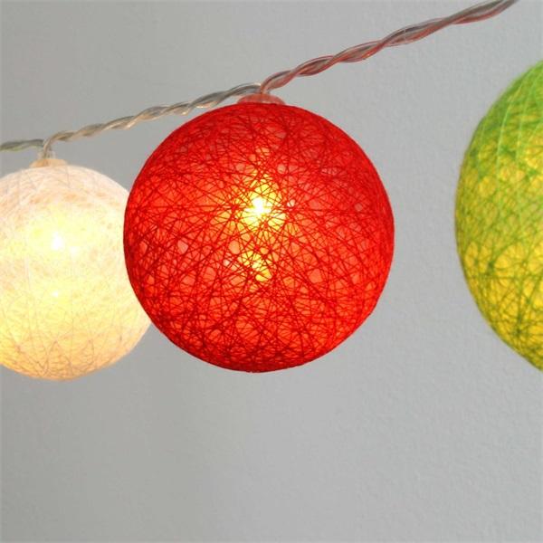 Gömb alakú 6cm/színes fonott/3m/piros-fehér-zöld/20db LED-es/USB-s fénydekoráció - 1
