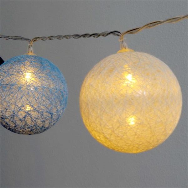 Gömb alakú 6cm/színes fonott/4,5m/kék-v.kék-fehér/30db LED-es/USB-s fénydekoráció - 1