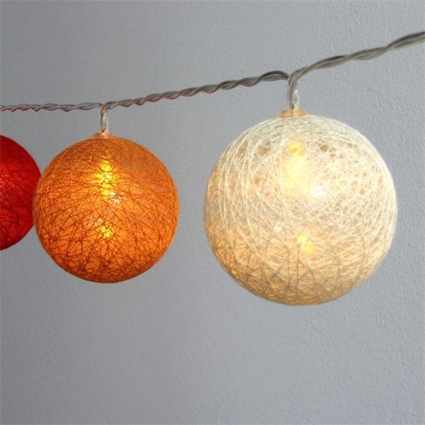 Gömb alakú 6cm/színes fonott/4,5m/piros-narancs-meleg fehér/30db LED-es/USB-s fénydekoráció - 1