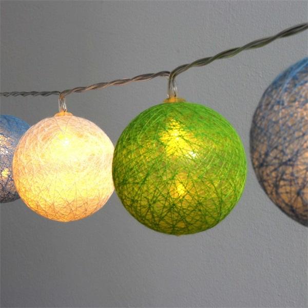 Gömb alakú 6cm/színes fonott/4,5m/zöld-kék-fehér/30db LED-es/USB-s fénydekoráció - 1