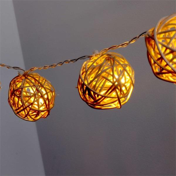 Gömb alakú fonott/rattan/1,5m/meleg fehér/10db LED-es/3xAA elemes fénydekoráció - 1