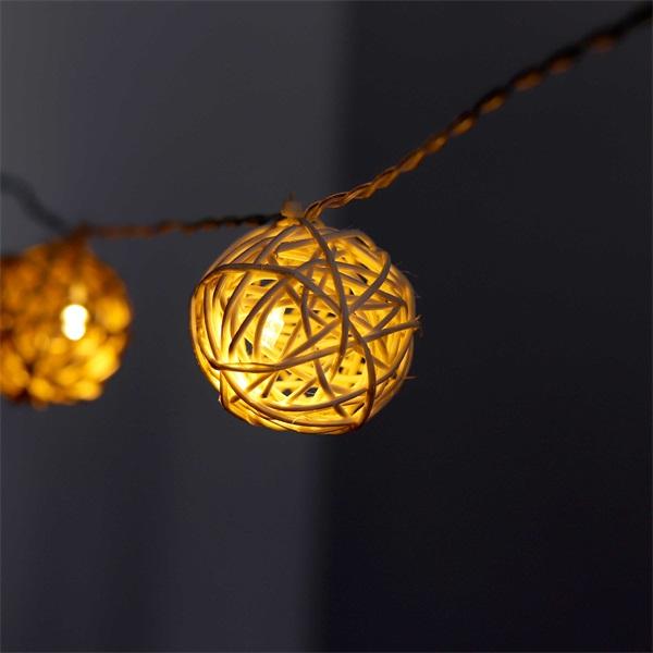 Gömb alakú fonott/rattan/4m/fehér + meleg fehér/20db LED-es/3xAA elemes fénydekoráció - 1