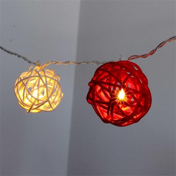 Gömb alakú fonott/rattan/4m/fehér + piros/20db LED-es/3xAA elemes fénydekoráció - 1