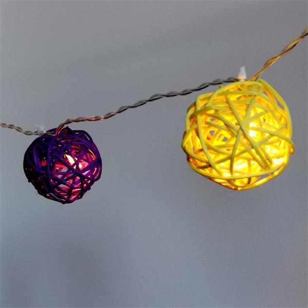 Gömb alakú fonott/rattan/4m/több színű/20db LED-es/3xAA elemes fénydekoráció - 1